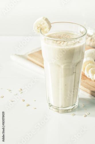 In de dag Milkshake Useful smoothies with a banana and oatmeal. Banana milkshake with oats.