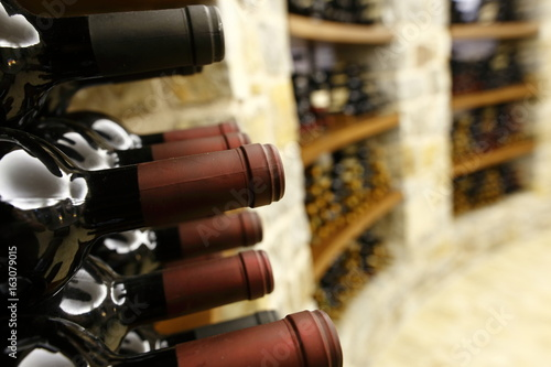 Leinwand Poster capsule di bottiglie di vino