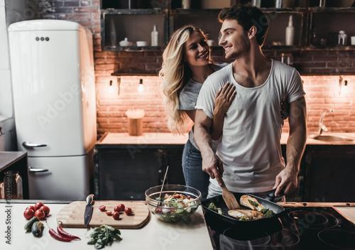 Fototapeta Couple on kitchen obraz