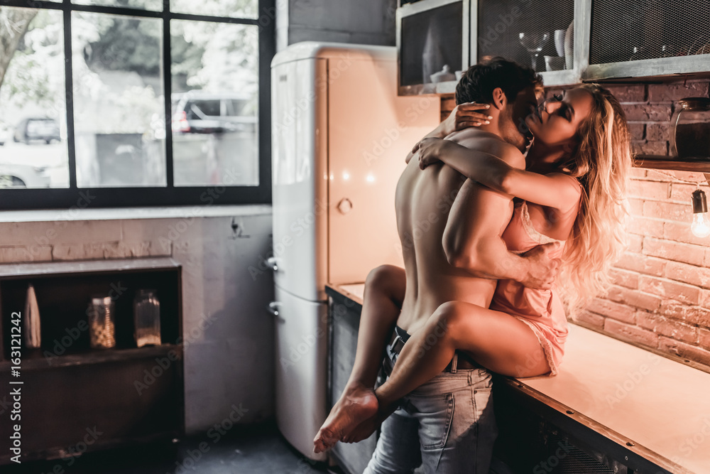 Fototapety, obrazy: Couple on kitchen