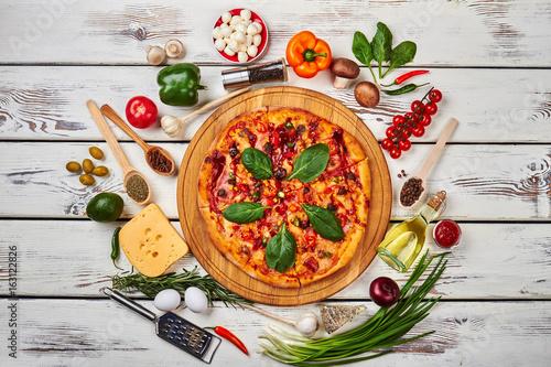 Láminas  Still life of pizza and vegetables.