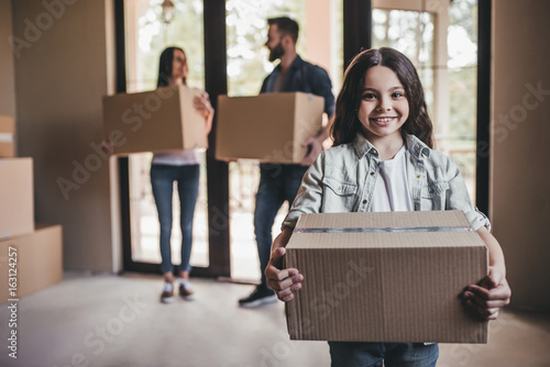Fotografiet  Family moving in new house