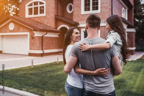 Valokuva  Happy family outdoors