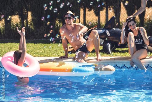 Fotografie, Obraz  Smiling people in pool