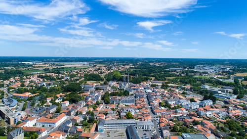 Obraz na plátně Photo aérienne de la ville de Machecoul en Loire Atlantique