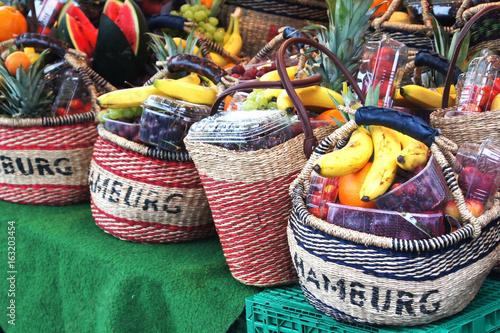 Photo Typisch Hamburg - Früchtekorb vom Fischmarkt