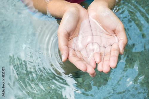 Küchenrückwand aus Glas mit Foto Wasserfalle Clear natural water in woman hands.