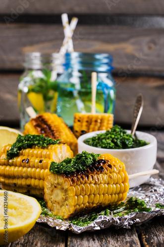 grillowana-kukurydza-na-goraco-na-patyku