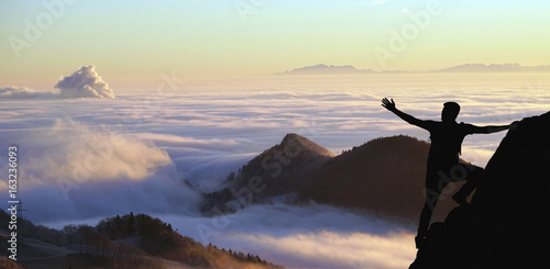 Photographie  Adventurer watching the clouds