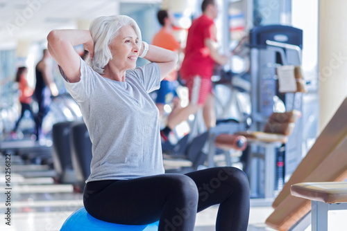 Fotomural Old lady doing exercises on fitness ball