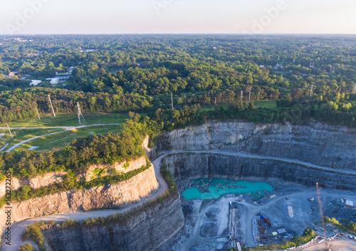 Obraz na dibondzie (fotoboard) Drone widok z Atlanta, GA z Bellwood Quarry.