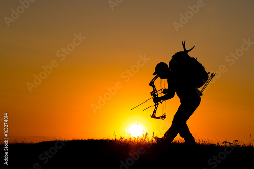 Fotobehang Jacht Silhouette of a bow hunter
