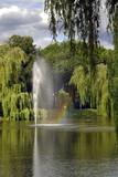Fototapeta Tęcza - park z fontanną