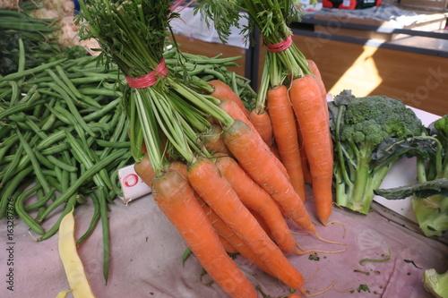 Keuken foto achterwand Groenten fresh orange carrots