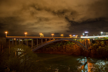 Fototapeta na wymiar Bridge at Niagara at night