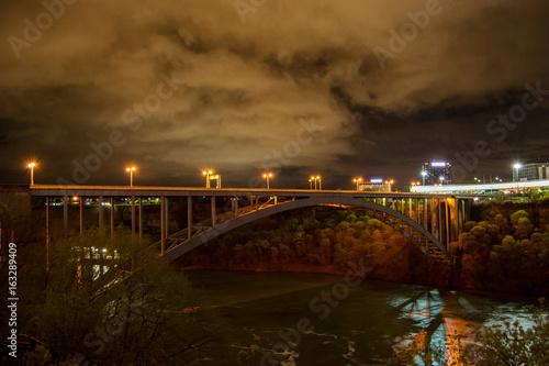 Fototapeta Bridge at Niagara at night