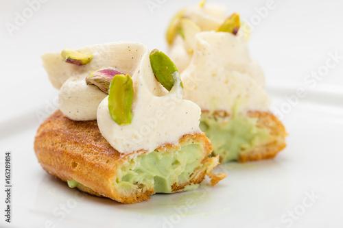 Stampa su Tela Cut eclair with vanilla cream and pistachio