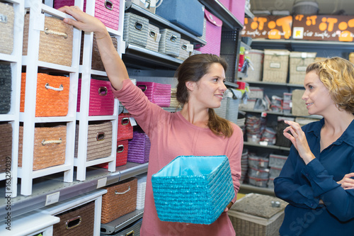 Fotografia Ladies looking at storage solutions