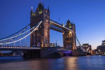 Fototapeta na wymiar The striking Tower Bridge at blue hour