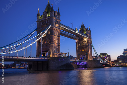 Fototapety, obrazy: The striking Tower Bridge at blue hour