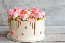 Biscuit Cake With Roses And Ta...