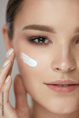 Fototapety, obrazy: Beauty Cosmetics. Sexy Girl Face With Cosmetic Cream On Skin