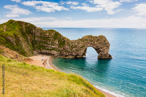 La pose en embrasure Cote Durdle Door, travel attraction on South England, Dorset