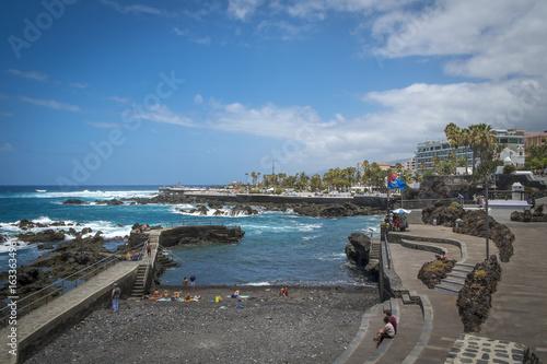 Spoed Foto op Canvas Noordzee Naturbadestrand und Promenade in Puerto de la Cruz, Teneriffa