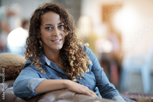 Photographie  Portrait of young startup woman in office