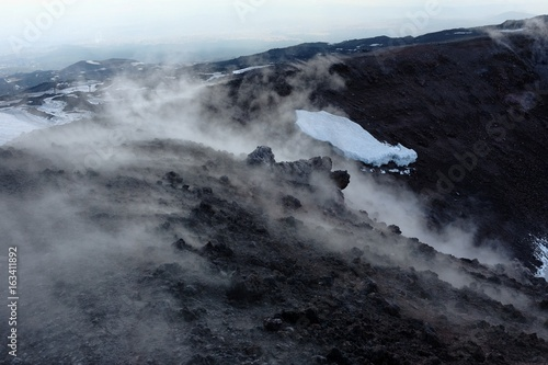 In de dag Vulkaan White Smoke In Winter Etna Park, Sicily