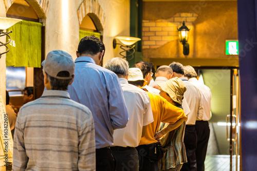Fotografía  昼食に並ぶ人々