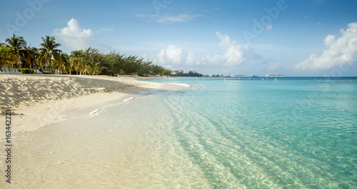Foto auf AluDibond Karibik Seven Mile Beach on Grand Cayman island, Cayman Islands