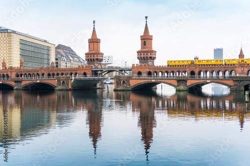 Zdjęcie XXL Piękny uliczny widok Tradycyjni starzy budynki w Berlin