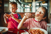 Kids Eat Pizza And Pasta At Ca...