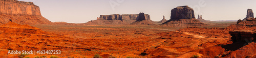 Foto op Plexiglas Bruin Desert landscape of the valley of monuments. Utah Tourist Attractions