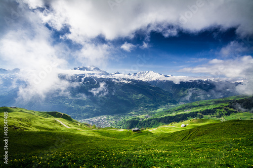 Photographie  Magnificent view of the Tarentaise valley in the French Alps, above Bourg Saint-