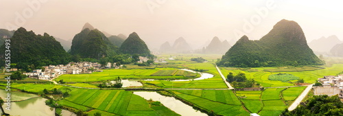 Poster Chine Stunning rice field view with karst formations China