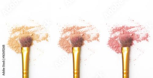 Valokuva  Makeup brushes with eyeshadow / blush powder - natural tones