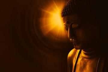 buda sa svjetlošću mudrosti, miran azijski buda zen tao religija umjetnički kip kip.