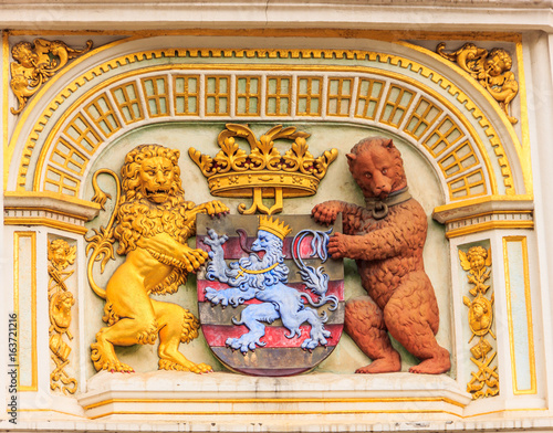 Photographie  Heraldic lion and bear, town hall Coat of arms , the city arm of Bruges, Belgium, Europe