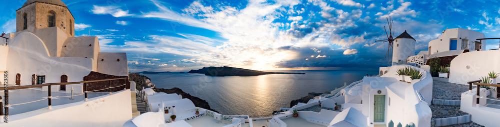 Fototapeta Sunset on Oia, Santorini. Greece