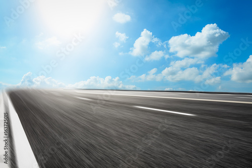 Photo  Motion blurred asphalt road background