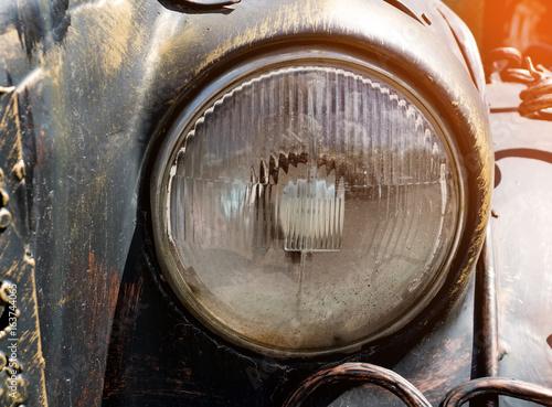 In de dag Vintage cars Headlight of a vintage car. Sunny.