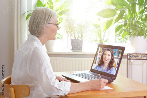 senior woman laptop online lesson