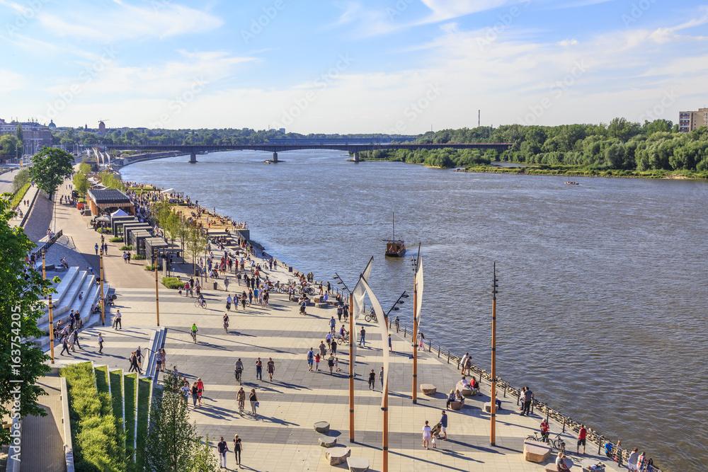 Fototapety, obrazy: Warsaw, section of Vistula boulevards between  Swietokrzyski Bridge and  Silesian-Dabrowski Bridge. Sundey afternoon.
