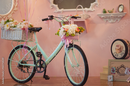 Foto op Plexiglas Fiets Original wedding floral decoration in the form of mini-vases and bouquets of flowers hanging