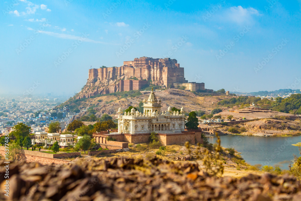 Fototapety, obrazy: Mehrangarh Fort with Jaswant Thada.
