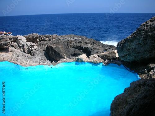 Papiers peints Turquoise Majorque - Piscine naturelle