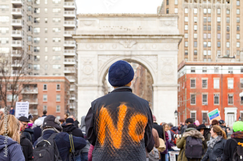 NEW YORK CITY - CIRCA 2017: Crowds of people gather for an immigration rally in Washington Square Park in Manhattan, New York City on February 11th 2017 Tapéta, Fotótapéta