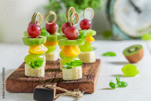 Photo sur Toile Entree Closeup of homemade snacks with various fruits and mint